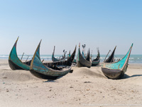 Abandoned and working Shander Noukas on Cox's Bazar's beach… © Nicolas Claris